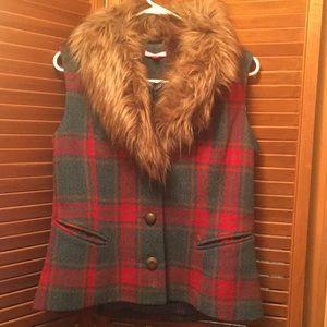 Faux fur collar plaid vest